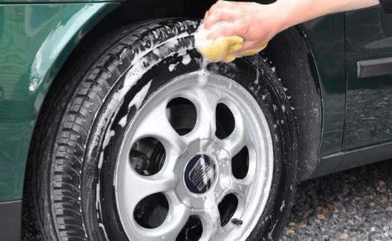 20 conseils pour nettoyer sa voiture que les professionnels aimeraient bien garder pour eux. Black Bedroom Furniture Sets. Home Design Ideas