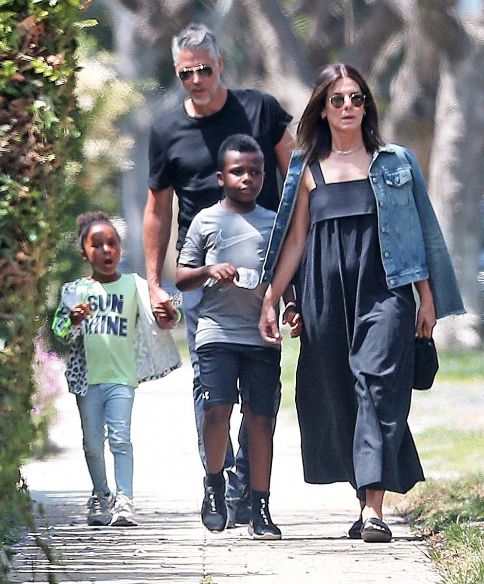 Sandra Bullock Opened Up About Modern Parenting Struggles ...