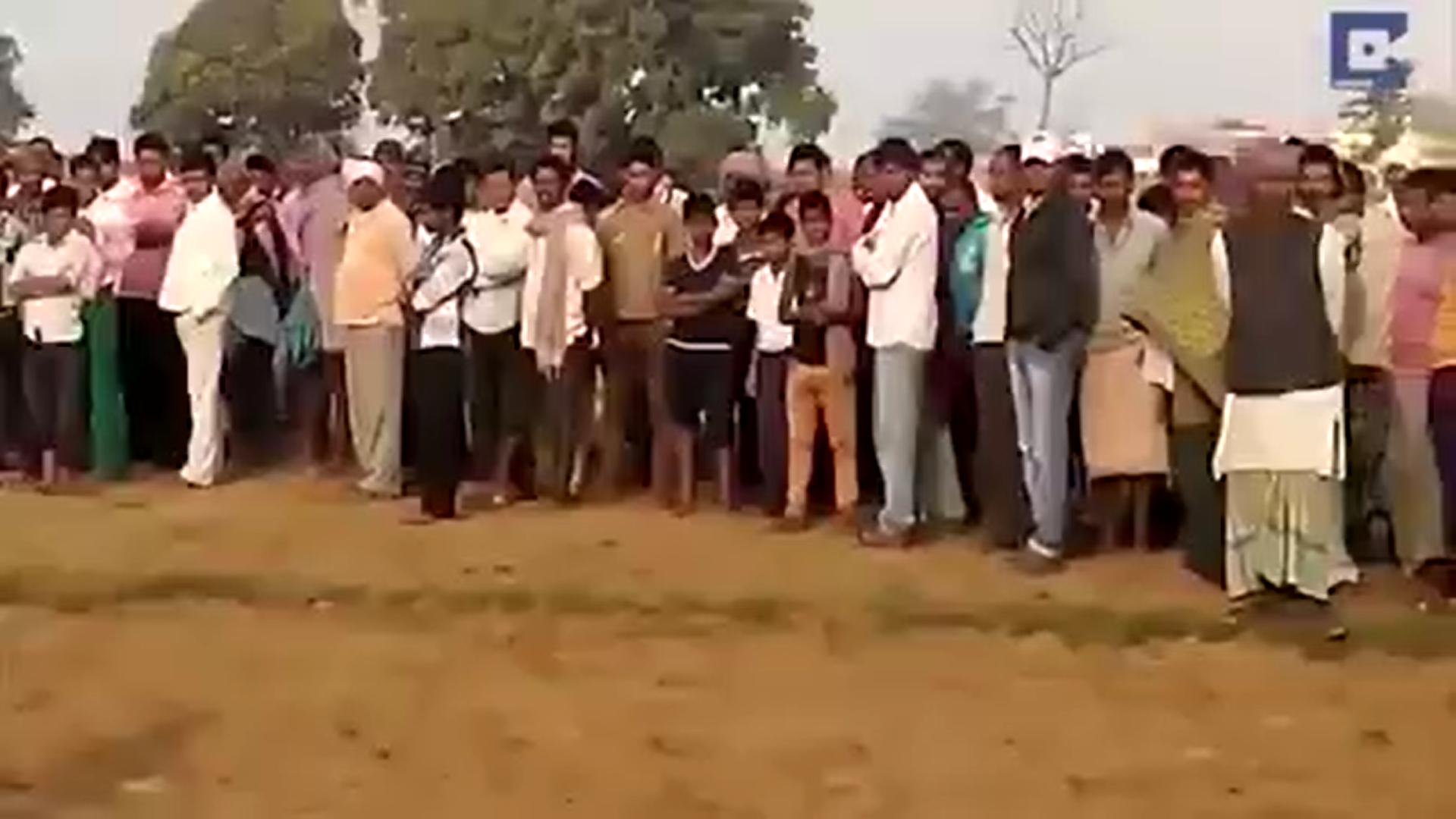 Les villageois ne comprenait l'incroyable comportement de cet éléphant